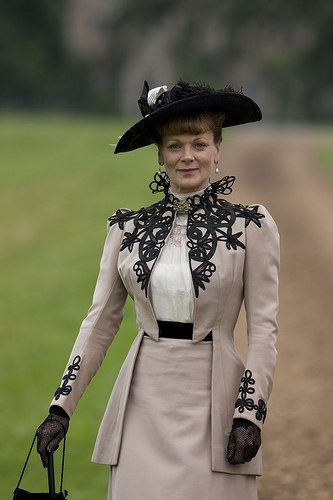 LARK RISE TO CANDLEFORD CELESTIA (SAMANTHA BOND)