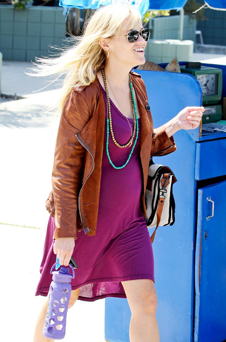 Reese Witherspoon's Baby Bump Style: April 10, 2012