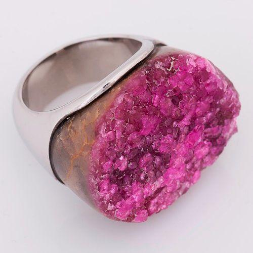 Anillo en plata 925 con una roca natural de cobalto rosado en bruto (Talla 8 ½).RCOS001 Precio COP $757.000 Contactanos www.makla.co Ring / Cobalt / Sterling -silver
