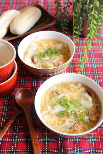 おでん」で使って余ってない?【柚子胡椒】活用レシピ集   キナリノ インスタントのギョーザスープで時短レシピ『きのこと卵のとろ~りスープ餃子』