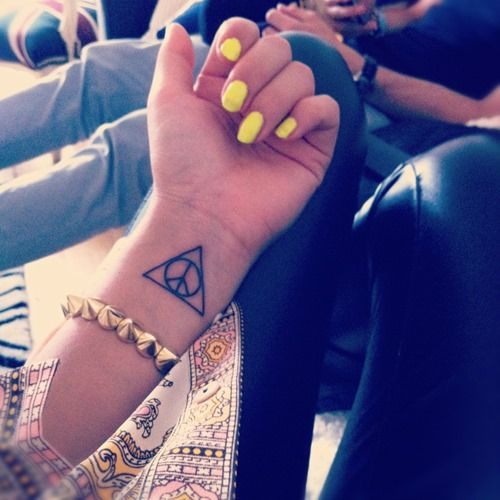 40 Unique Triangle Tattoo Meaning And Designs For Dreamers: 17 Best Ideas About Triangle Tattoos On Pinterest