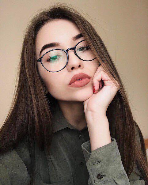 005a7b0bf3466 Pin de Maskcara em girls in glasses.