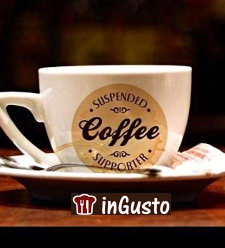 CHE BELLA  IDEA!Il gesto è partito da Napoli ed è molto conosciuto in tutto il mondo: lasciare un caffè pagato al bar per qualcuno che viene dopo e non può permetterselo. Il 'caffè sospeso' è una realtà presente in molti posti del mondo, a cominciare dall'Irlanda, dove John Sweeney ha fondato un'organizzazione a supporto di tale iniziativa, e i locali che vi aderiscono mettono un adesivo sulle loro vetrine per far sapere ai clienti che possono lasciare o bere un caffè pagato da altri......