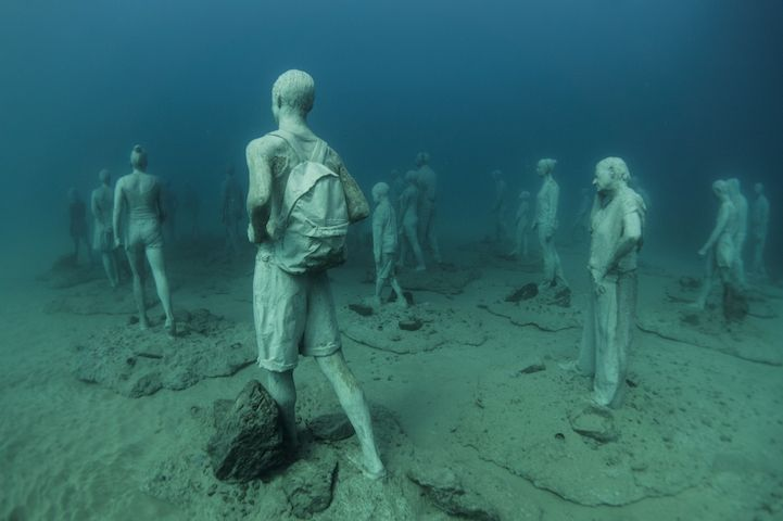 Hyperrealistic-Human-Sculptures-Submerged-in-Europe's-First-Underwater-Art-Museum-6