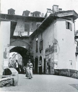 La pusterla dei Fabbri sulla via De Amicis
