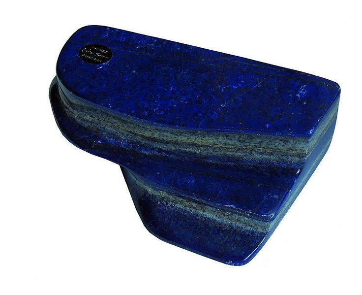 Oszlifowana bryła lapis lazuli.
