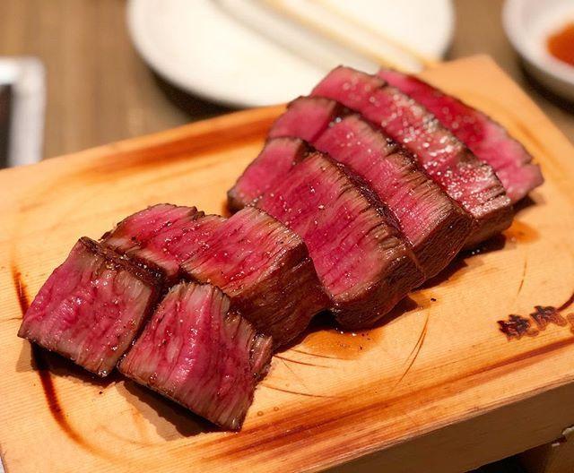 さっきの塊がこうなる❤️ げきうまー  Beautiful❤️ #foodie #foodporn #japanesefood #instafood #fillet#wagyu#beef#yakiniku#steak#dinner#焼肉#肉#フィレ#シャトーブリアン#塊肉#美味