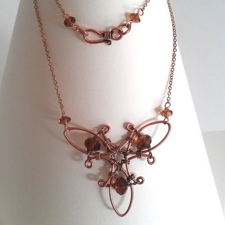 Triquetra necklace by Theresa Sandin tutorial on http://www.jewelrylessons.com/tutorial/triquetra-necklace
