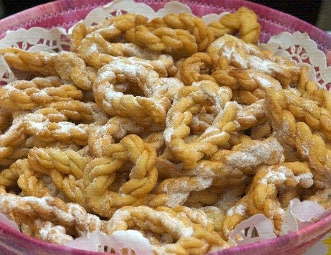 Cesto di orillettas, Sardegna, dolci di carnevale