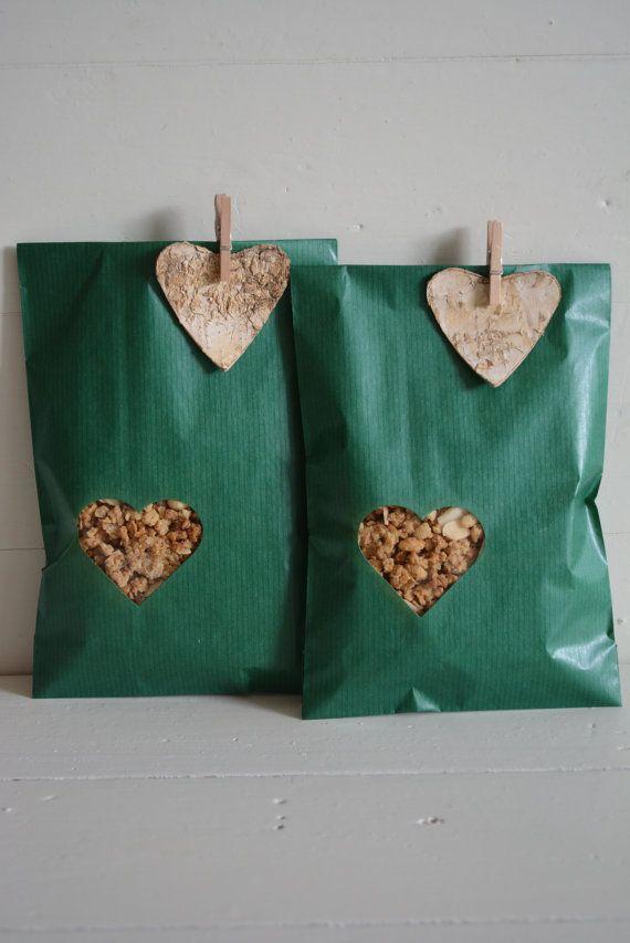 Groene Kraft papieren zakjes met klein hart venster door SierGoed