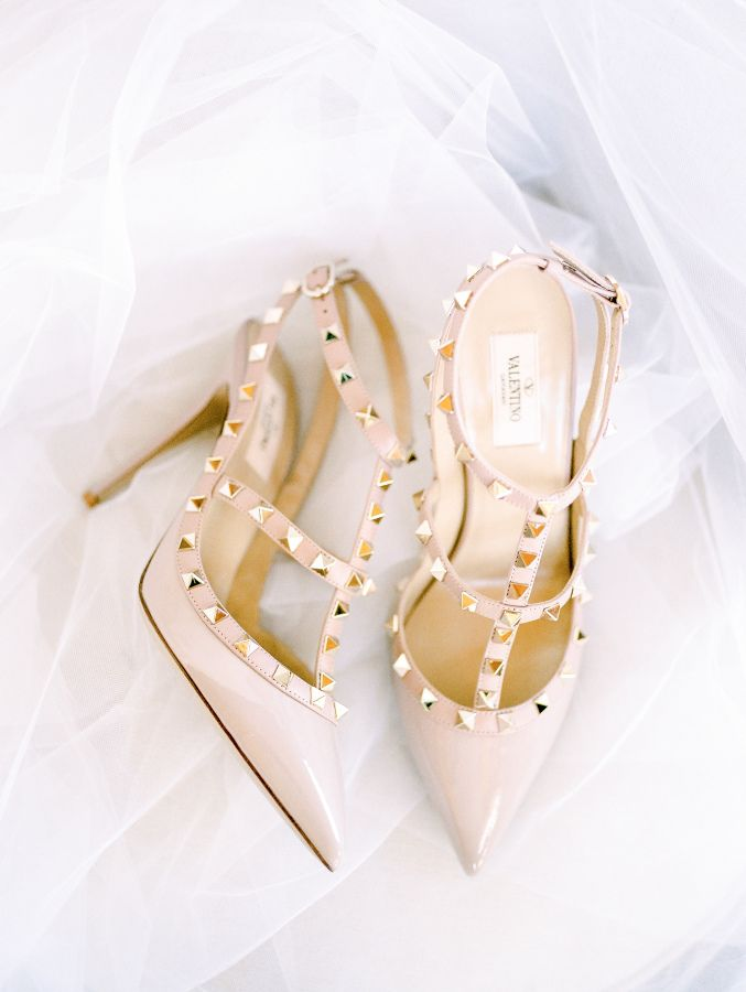 Nude Valentino pumps: http://www.stylemepretty.com/virginia-weddings/leesburg/2016/05/30/wine-crepes-and-lavender-all-things-french-live-in-this-provencal-wedding-inspiration/ | Photography:Alicia Lacey Photography - http://alicialaceyphotography.com/