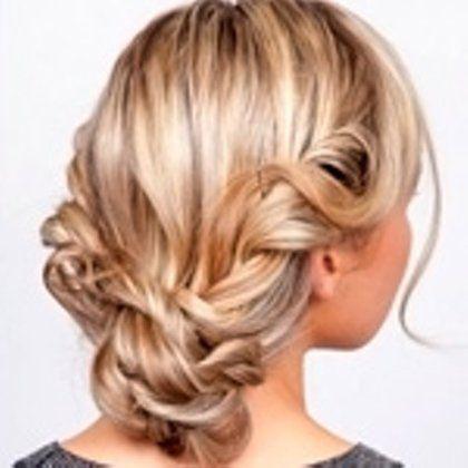 Как красиво собрать волосы в домашних условиях: 12 причесок пошагово