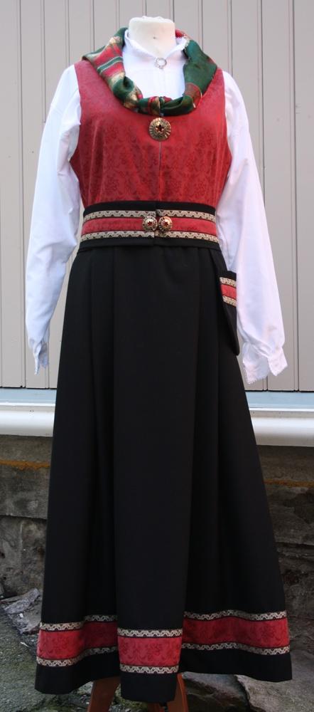Elisabeth-drakt; old Valdres bunad