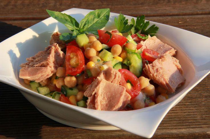 V kuchyni vždy otevřeno ...: Cizrnový salát se zeleninou a tuňákem