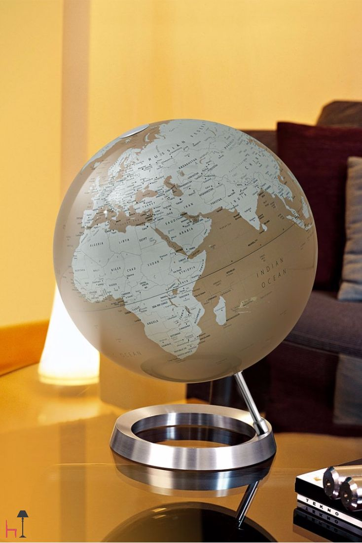 This precious home accessory by Atmosphere new world merges a beautiful work of art and a reliable, quick source of geographical information.
