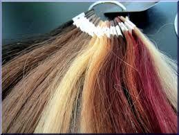 """""""Ik zou wel langer haar willen…""""  """"Ik zou zo graag meer volume willen hebben…"""" Meer en meer zijn vrouwen kiezen een variatie van haarverlenging, haarverdikking en kleurnuances. Met hun eigen kapsel als basis. Omdat je fijn of dun haar hebt of gewoon eens lange lokken wenst voor een feest."""