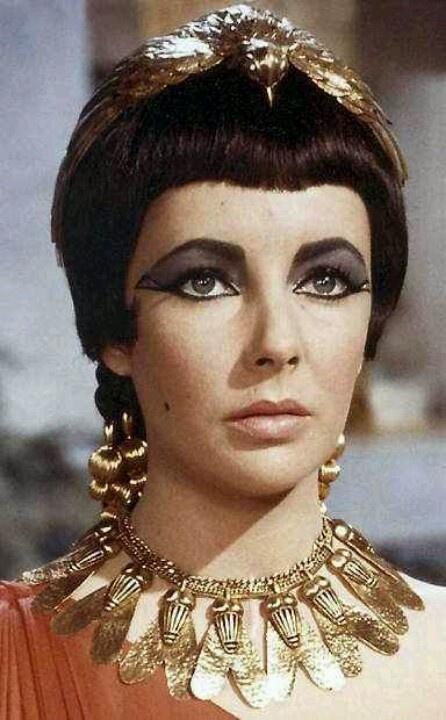 Elizabeth Taylor in Cleopatra (1963).