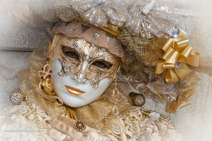 Another image of this great costume and mask; this time by Anneke Poelstra    http://500px.com/photo/5517391