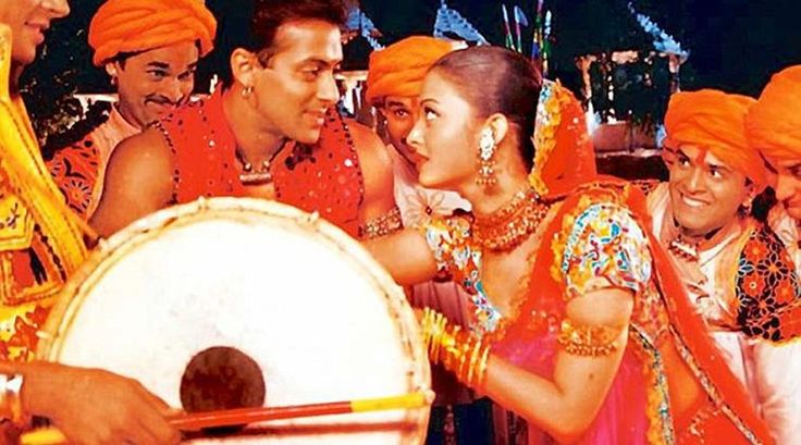 Navratri 2017: 5 Bollywood songs to jazz up your Garba dance and Dandiya party - The Indian Express #FansnStars