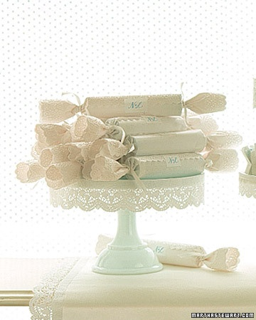 pretty ideaBaby Shower Favors, Lace Wedding Favors, Lace Cake, Cake Stands, Beautiful Cake, Lace Favors, Bridal Shower, Lace Crackers, Mariage Vintage
