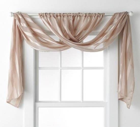 Простой и элегантный способ повесить шторы в спальне