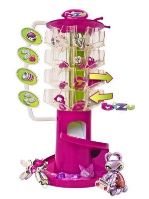 BIZU to unikalna kolekcja biżuterii dla dziewczynek. Ze specjalnie zaprojektowanych koralików, można tworzyć bransoletki i naszyjniki. Bransoletki Bizu można magicznie zmieniać w zwierzątka! Kolekcja podzielona jest na 4 modne style: Glam, Wild, Funky, i Rock. Tworzenie bransoletki jest bardzo proste. Na elastyczną linkę nawleka się koraliki w odpowiedniej kolejności, aby powstało zwierzątko, które trzyma w łapkach ozdobę.