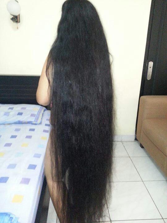 Rambut panjang tia
