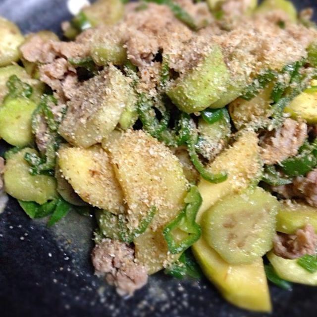 茄子とピーマンを頂いたので 梅だれで炒めました - 29件のもぐもぐ - 茄子とピーマンの豚肉炒め by Yukie  Mouri たぬとん