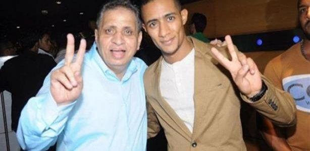أحمد السبكى يفجر مفجأه فى صناعه السينما Peace Gesture Peace