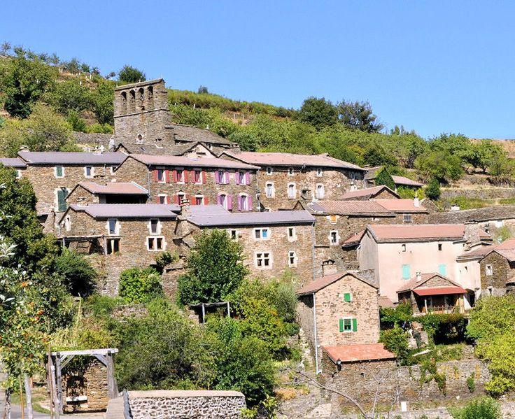 Le Portail de Gîtes, de Meublés de Tourisme, d'Hébergements Insolites & de Chambres d'Hôtes http://www.trouverunechambredhote.com/ a décidé de vous faire mieux connaître les Villes & Villages de France, aujourd'hui nous nous rendons à BONNEVAUX dans le Département du GARD.  BONNEVAUX est un très beau village préservé qui s'étage sur les flancs de la Cham de Bonnevaux, montagne située au nord est du Gard, à la limite de l'Ardèche.