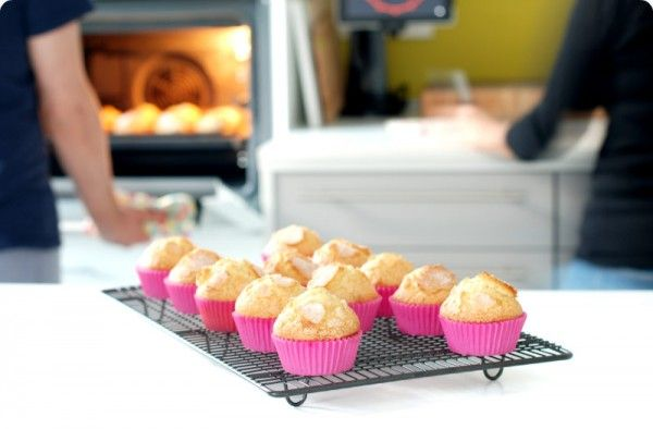 Receta de magdalenas de nata con un copete autenticamente de vértigo. La mejor receta de magdalenas que vas a poder hacer en tu Thermomix®.