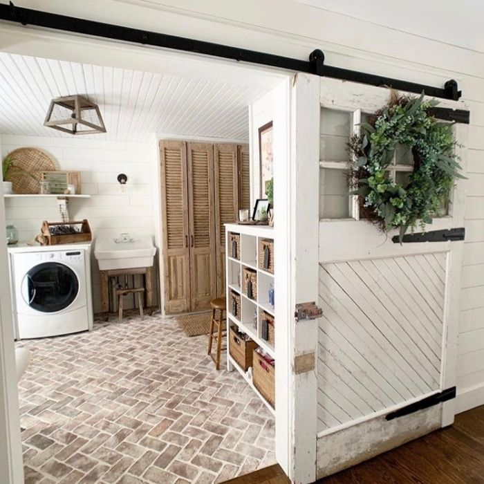 22 Gorgeous Tile Ideas For Modern Farmhouse And Cottage Laundry Rooms In 2020 Home Farmhouse Laundry Room Brick Flooring