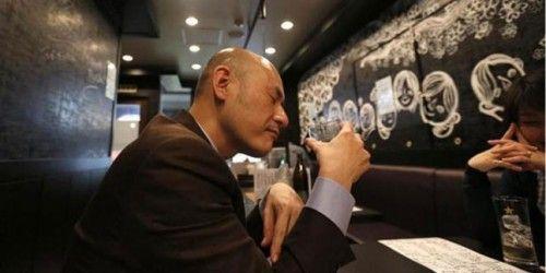 Di Jepang Ada Restoran yang Istimewakan Orang Botak : Diskon besar diberikan bagi pria botak yang makan atau minum sake di sana. Bahkan mereka akan memberikan sake gratis jika pengunjung tadi membawa 5 orang botak untuk b