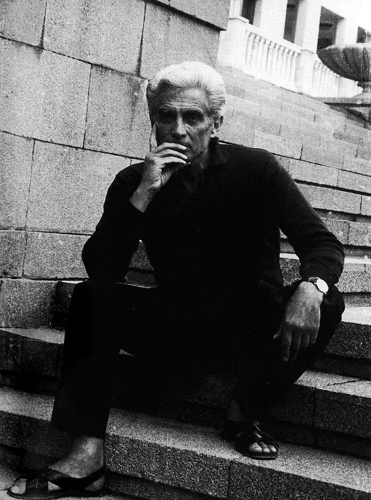 Álvaro Cunhal, no exílio. Foto tirada entre 1967 e 1973, eventualmente na Roménia ou em França, países onde viveu.