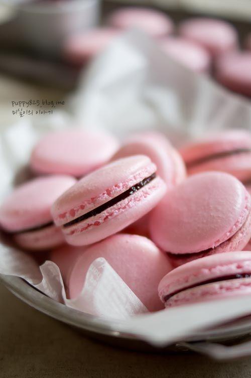 오랜만에 마카롱 만들었습니다.!! 이번에 만든 마카롱은 핑크빛의 색깔이 너무나도 사랑스러운 산딸기 마카...