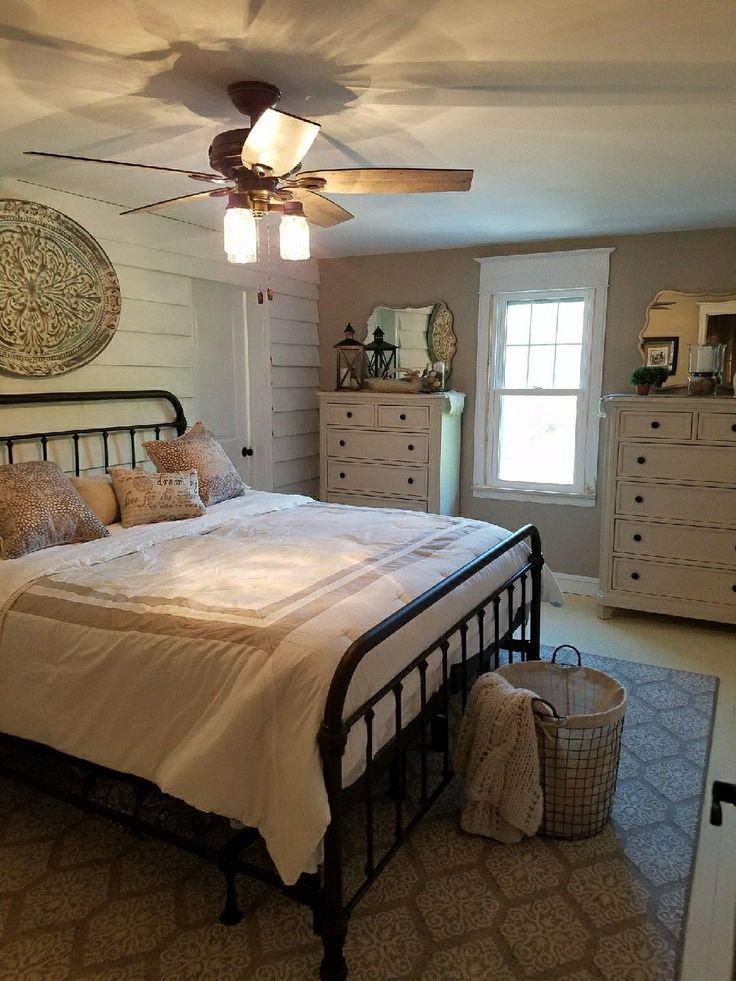 Farmhouse bedroom #DIYHomeDecorChambre