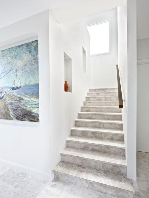 Дизайн дома и лестницы. Белый цвет. Пол и лестница искусственный акриловый камень. Имитация мрамора. The design of the house and stairs. White. Floors and stairs of artificial acrylic stone. Imitation of marble.