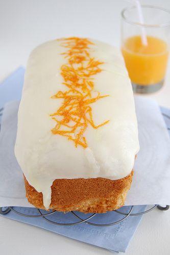 Bolo de laranja da Donna Hay magazine - xícara medidora de 240ml ½ xícara + 1 colher (sopa) - 127g - de manteiga sem sal, amolecida ¾ xícara + 1 colher (sopa) - 162g - de açúcar refinado 2 ovos 1 ½ xícaras + 2 ½ colheres (sopa) - 225g - de farinha de trigo, peneirada 1 ¼ colheres (chá) de fermento em pó, peneirado 1 colher (sopa) de leite raspas da casca de 1 laranja grande 4 colheres (sopa) de suco de laranja
