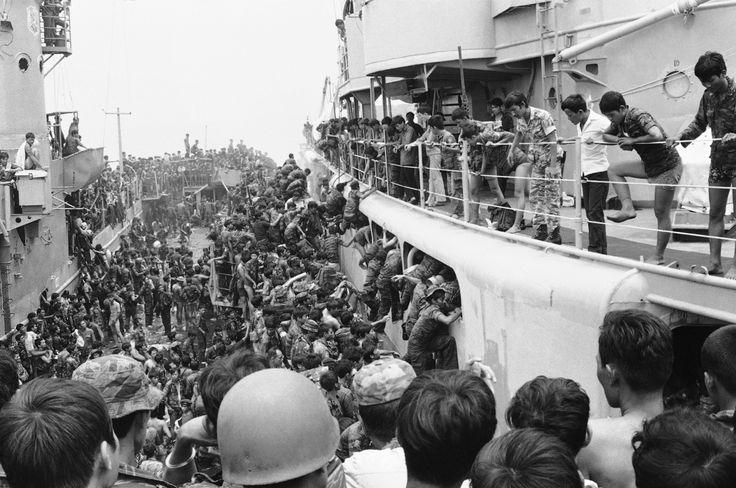 QUEDA DE SAIGON (1975) Saigon, então capital do Vietnã do Sul, foi tomada pelas forças do Vietnã do Norte no dia 30 de abril de 1975, evento que marcou o fim da Guerra do Vietnã. Antes desta invasão, os EUA resgataram todos os cidadãos americanos na cidade e muitos civis vietnamitas, na que é até hoje a maior evacuação por helicóptero da História.