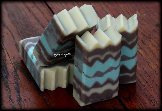 ... nejen o mýdle ...: Sculpted Layers - Soap Challenge Club (June 2016 entry)