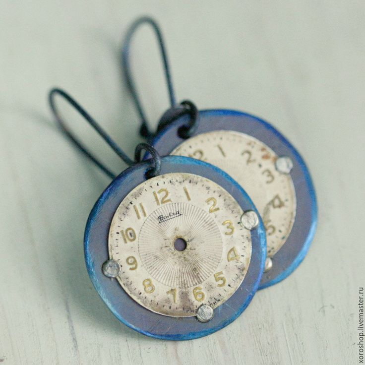 """Купить маленькие титановые серьги с винтажными циферблатами """"Слава"""" - синий, бохо, потертый, винтаж, время"""