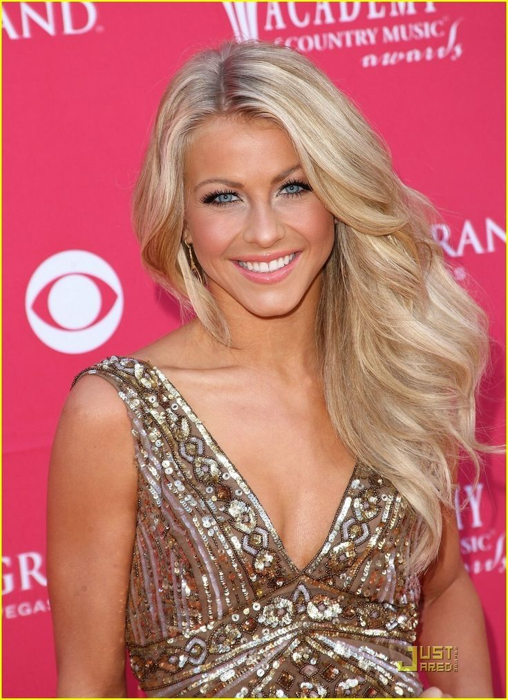 Google Image Result for http://images2.fanpop.com/images/photos/5300000/Julianne-Hough-is-ACM-s-Top-New-Artist-julianne-hough-5392343-888-1222.jpg