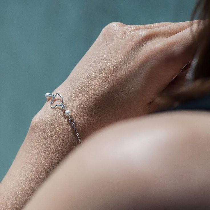 Всю нежность можно вместить в одном украшении - серебряном браслете с изображением сердца💛 Подобрать браслет вы можете в интернет магазине KAZKA Jewelry - https://kazka.ua/brasleti/