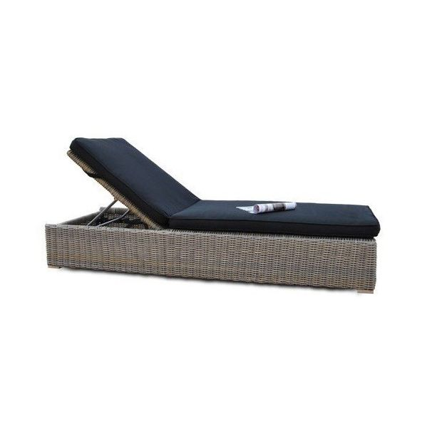 West Lounger with Cushion