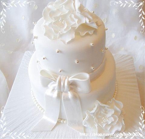All white Christening Cake -tutorial