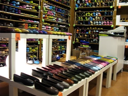 Wish I'd bought some flats at this Barcelona shop, Kokua. There's no way to buy them online and they come in every color and color combination imaginable.