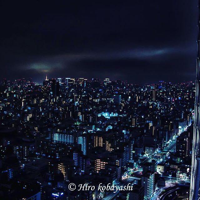 【wanderer_pirok】さんのInstagramをピンしています。 《東京タワーの展望台と同じ高さという場所から東京の新旧タワーを見る事ができるトコで至福の時間を過ごす。 #instagram #東京タワー #japantrip #河津桜 #instaflower #スカイツリー #東京カメラ部 #東京 #tokyomoyo #写真 #花 #桜 #blue #pink #skytree #tokyoskytree #晴空塔 #instagood #写真を撮るのが好き #canon #japan_night_view #love #ig_japan #わたしの東京 #キヤノン》