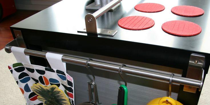 """Ich habe """"La(ck) Cuisine"""" in schwarz mit silbernem Innenleben gemacht. Es gibt den LACK-Tisch aber auch in vielen anderen Farben. Auch das ..."""