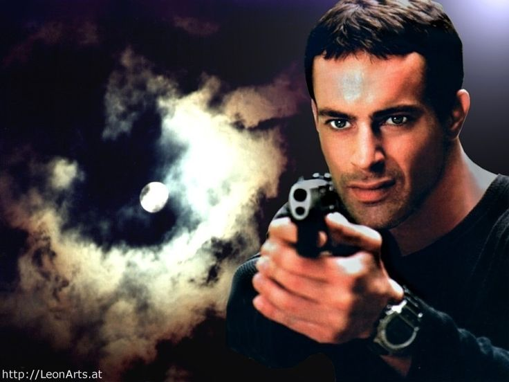 Actor aleman.super re-contra-lindo.........a actuado el las series llamadas:COMISARIO REX y ALERTA COBRA 11.Y en la pelicula LOS BASTARDOS...........E s super lindo.........nació el 3 de julio de 1969 en Múnich, Alemania. A pesar de que ha aparecido en numerosas películas y series de televisión en Europa y Estados Unidos, es más conocido por i