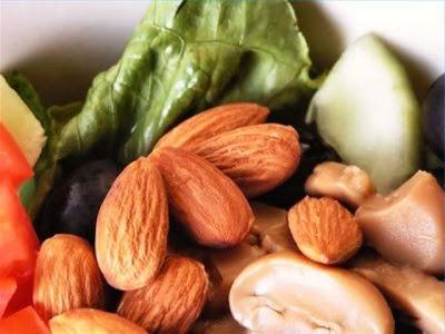 Efek Buruk Kurang Konsumsi Vitamin E, Efek Samping Atau dampak Buruk kekurangan  konsumsi Vitamin E , kekurangan Vitamin E semestinya jarang terjadi dikarenakan dari makanan sehari-hari nyaris seluruh orang memperoleh konsumsi rata-rata 7-11 mg http://tipsehatcantikalami.blogspot.com/2012/10/efek-buruk-kurang-konsumsi-vitamin-e.html